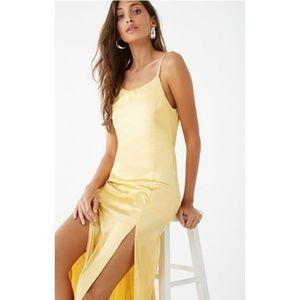 🌼NWT🌼Satin M-Slit Maxi Dress